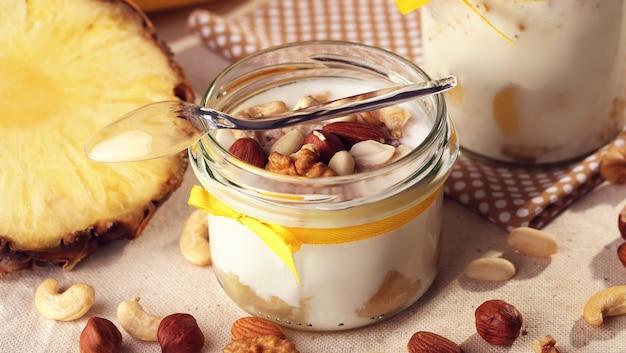 Frutas de verano antioxidantes caseras, yogurt de leche natural