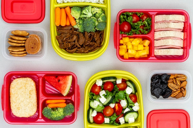 Frutas y verduras envasadas en plano laico