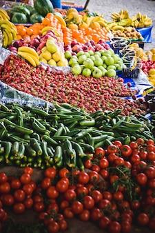 Frutas y verduras en un mercado