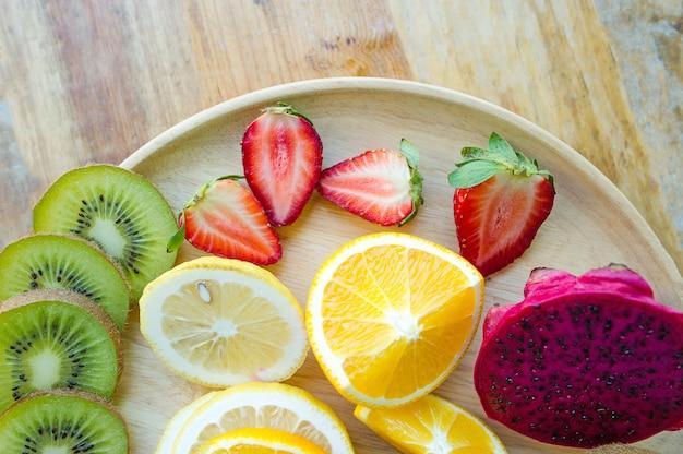 Los frutos de los amantes de la salud fruta saludable y cuidado de la salud para comer alimentos saludables. a la piel.