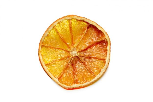 Frutos cítricos secos aislados en blanco