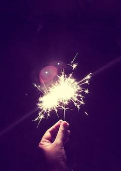 Fuego de bengala festivo fuego de fuegos artificiales