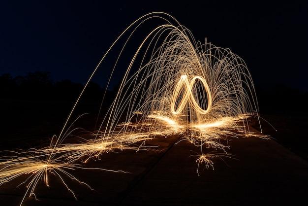 Fuego de lana de acero espiral, arte de hilado de lana de acero, luz de absrtact