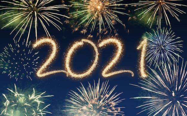 Fuegos artificiales de año nuevo 2021, felices fiestas y concepto de año nuevo
