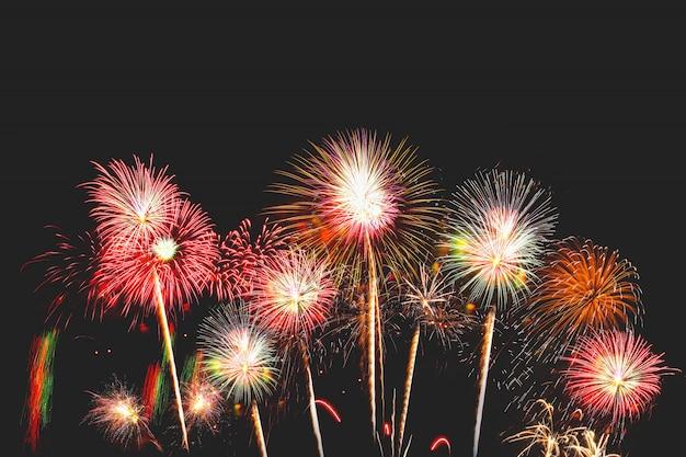 Fuegos artificiales en la víspera de año nuevo tener espacio escribir un mensaje