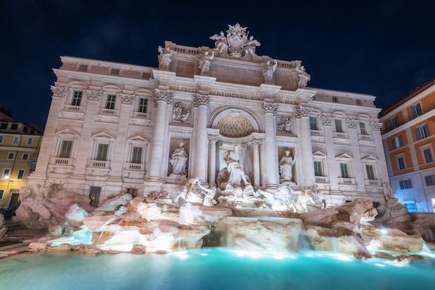 Fuente de trevi en roma, italia
