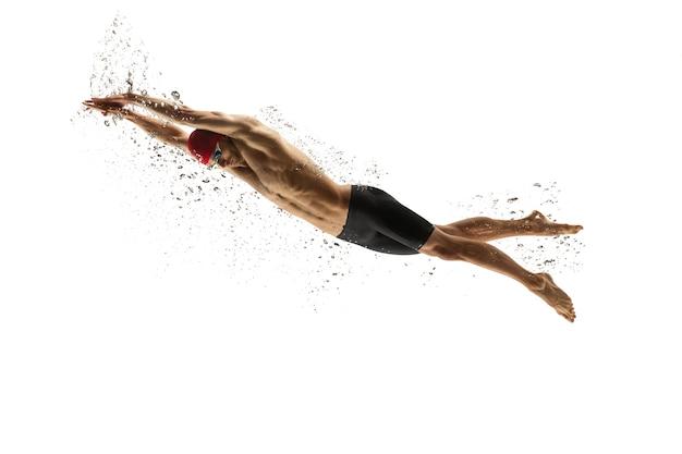 Fuerte entrenamiento de nadador profesional