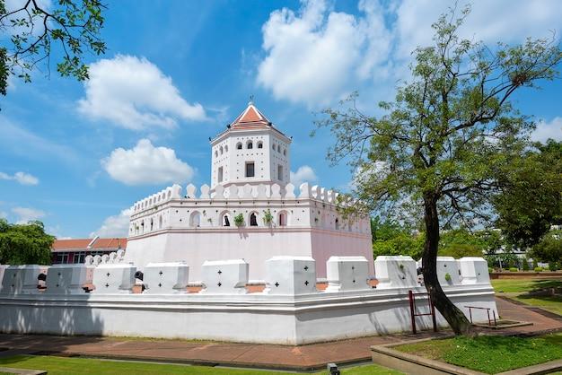 Fuerte de phra sumen cerca del gran palacio en bangkok, tailandia