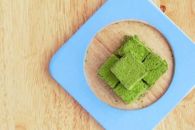 Fugde de chocolate blanco y té verde.