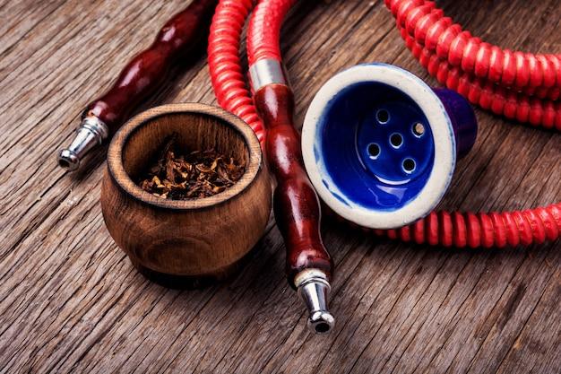 Fumar narguile con tabaco