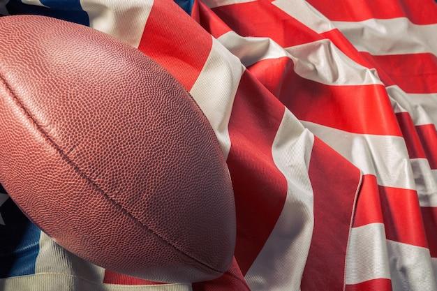 Fútbol americano en la antigua bandera americana de gloria