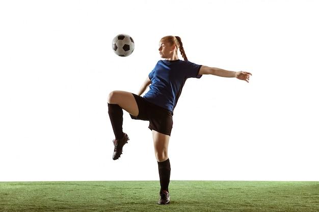 Fútbol femenino, jugador de fútbol pateando la pelota, entrenamiento en acción y movimiento aislado sobre fondo blanco.