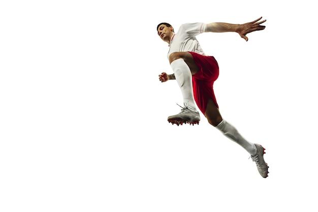 Fútbol o jugador de fútbol sobre fondo blanco concepto de actividad de acción de movimiento