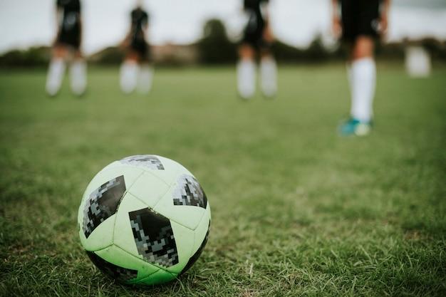 Fútbol verde en un campo