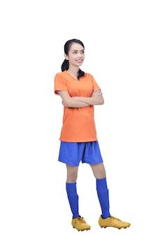 Futbolista asiático joven en la situación anaranjada del jersey