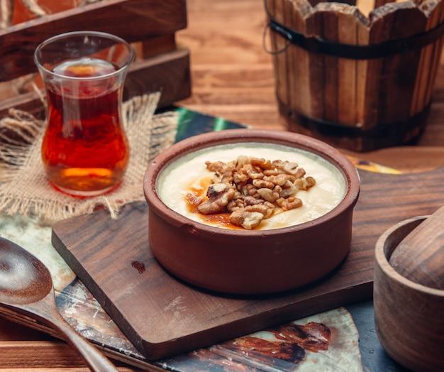 Gachas de avena con miel y té