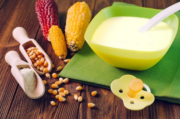 Gachas de maíz natural para bebé