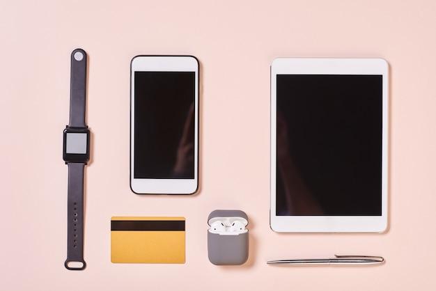 Gadgets modernos y tarjetas de crédito