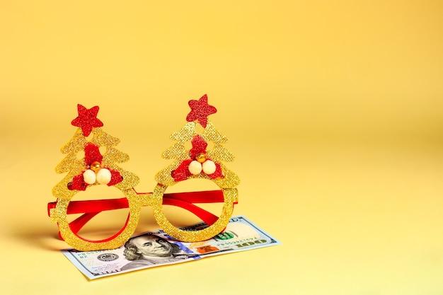 Gafas de disfraces de año nuevo y dólares de dinero