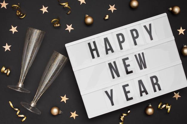 Gafas festivas con signo de feliz año nuevo