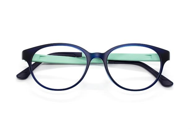 Gafas de moda modernas aisladas en blanco