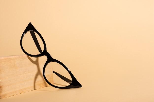 Gafas ópticas retro de primer plano