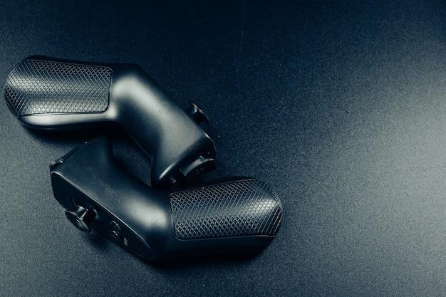 Gafas de realidad virtual vr en una mesa negra.