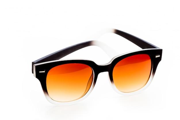Gafas de sol aisladas sobre fondo blanco