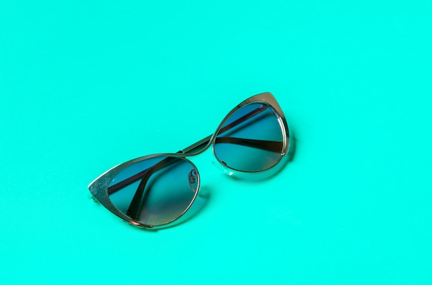 Gafas de sol en azul