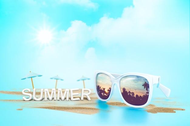 Gafas de sol de reflexión puesta de sol en el paisaje de palmeras y sombrilla de playa con arena
