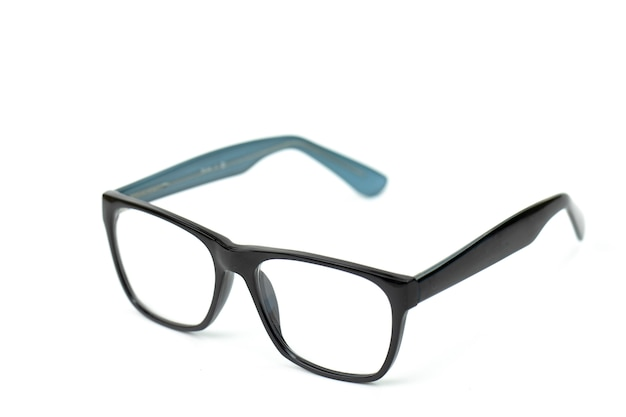 Gafas vintage negras aisladas en blanco