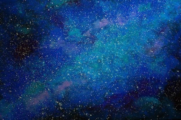 Galaxia pintada sobre el fondo de madera