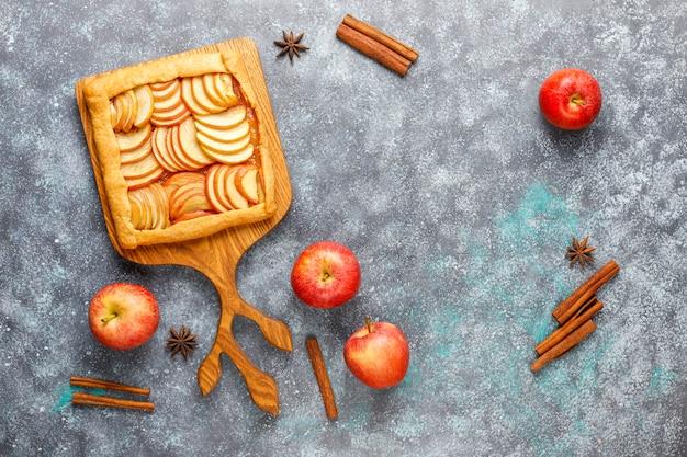 Galette casera con manzanas y canela.