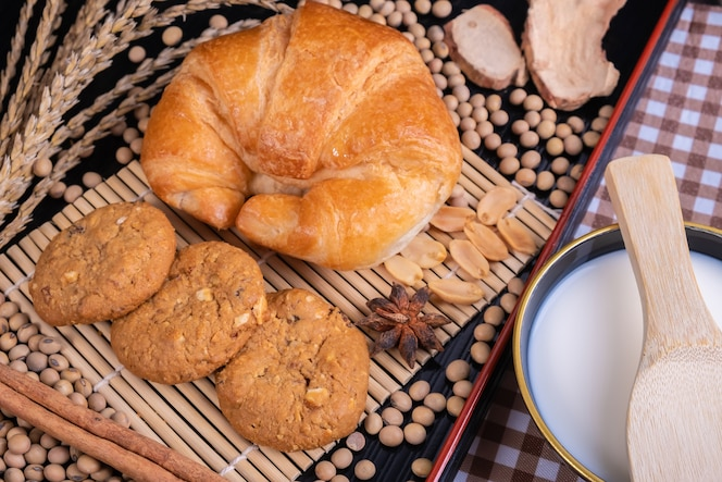 Galleta croissant granos y leche