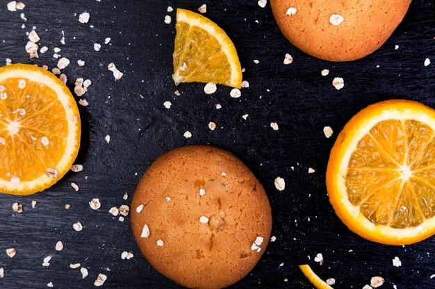 Galletas de avena y cítricos de naranja. lay flat