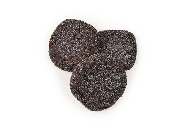 Galletas de chocolate aisladas en blanco.