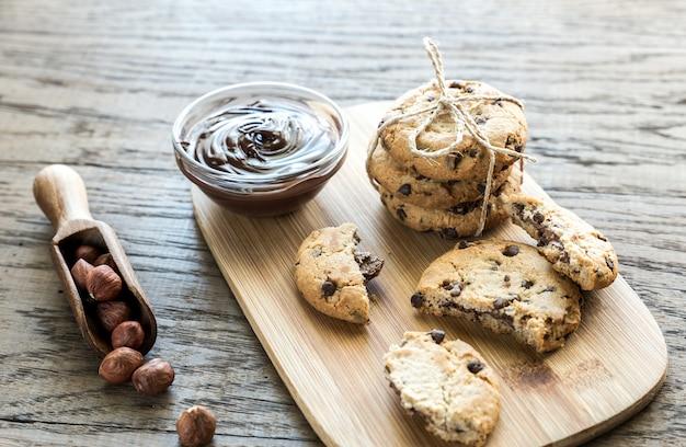 Galletas con crema de chocolate y avellanas