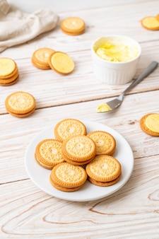 Galletas con crema de mantequilla