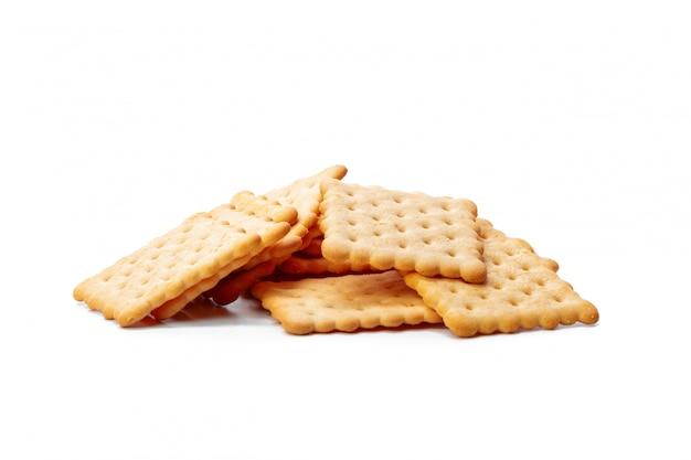 Galletas galletas aisladas sobre superficie blanca