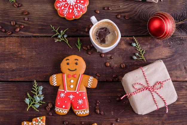 Galletas de jengibre caseras de navidad y regalos