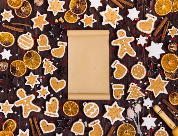 Galletas de jengibre navidad papel vacío para la receta año nuevo naranjas canela
