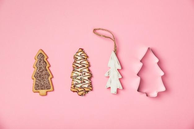 Galletas de jengibre navideñas en forma de árbol de navidad