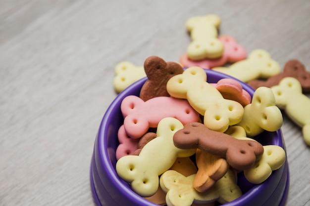 Galletas lindas para perro en sartén