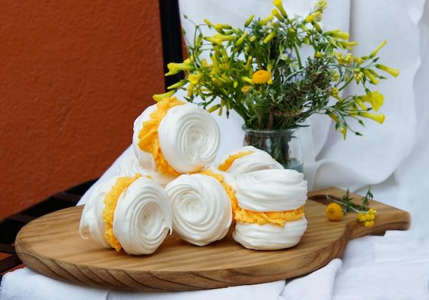 Galletas de merengue con crema de mantequilla