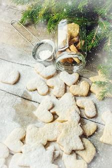 Galletas de navidad. enfoque selectivo alimentos y bebidas.