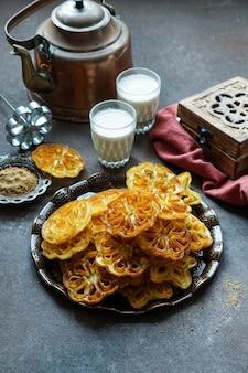 Galletas de rosas indias, achappam, comida navideña india achu murukku
