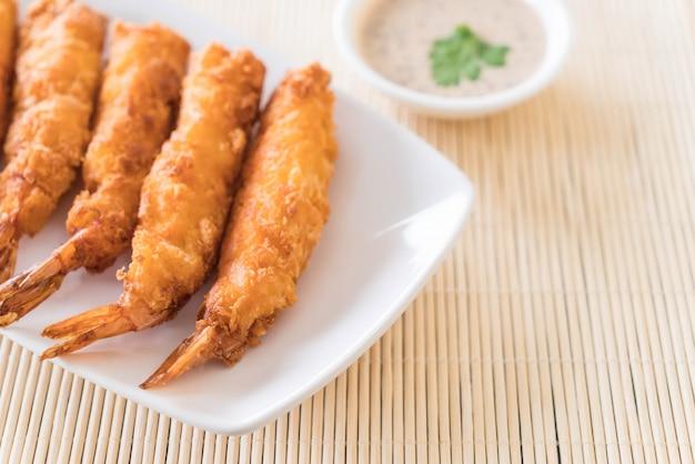 Gambas fritas en la mesa