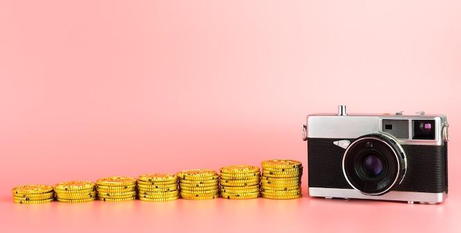 Ganar dinero de la idea de la fotografía de la cámara con espacio de copia