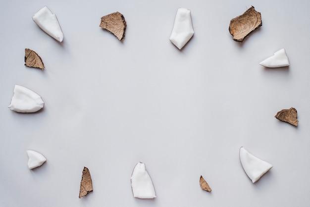 Genial marco hecho de porciones de coco