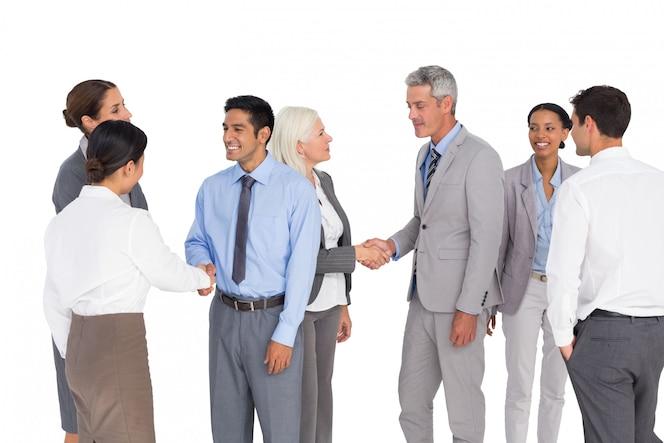 Gente de negocios hablando juntos